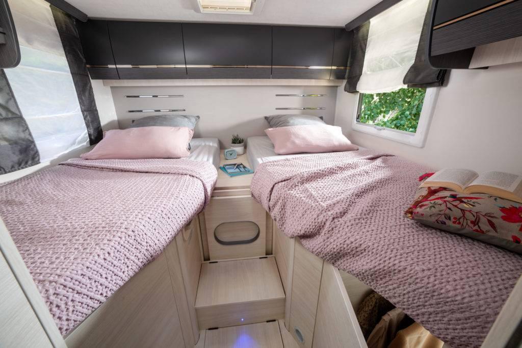 Lits jumeaux camping-car profilé